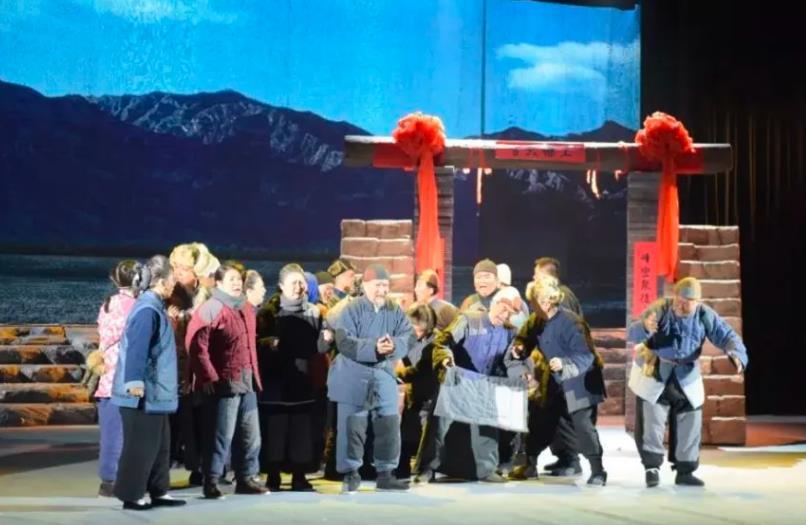 大型二人台舞台剧《王老太太》